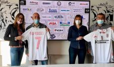 La Vice Presidente della Pro Vercelli, Anita Angiolini con il Presidente Piemonte Sport Luca Sagristano, Domenico Limardi e Laura Sartirana (foto Fb F.C. Pro Vercelli 1892)