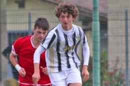 Anghelè illude la Juventus che non la chiude, Ricci con una magia su punizione salva la Cremonese. 1-1 allo Juventus Center