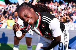 Eniola Aluko offende Torino e nessuno difende la città. Nemmeno la sindaca Appendino