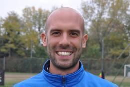 """Enotria Primi Calci, Riccardo Sipioni, l'allenatore dei """"primi passi"""" con una grande responsabilità: presentare il calcio ai bambini"""