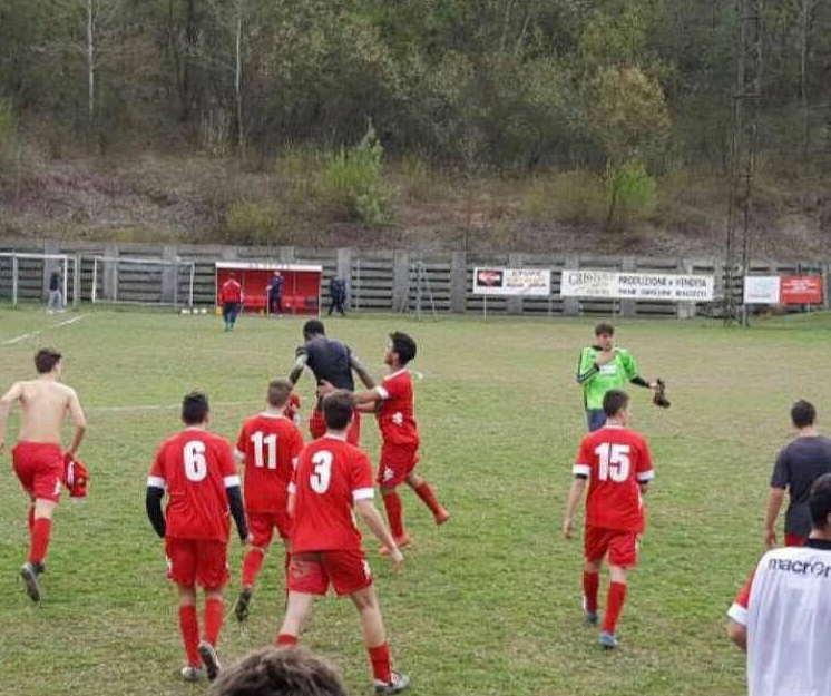 L'esultanza del Corneliano Roero dopo il gol del 2-1