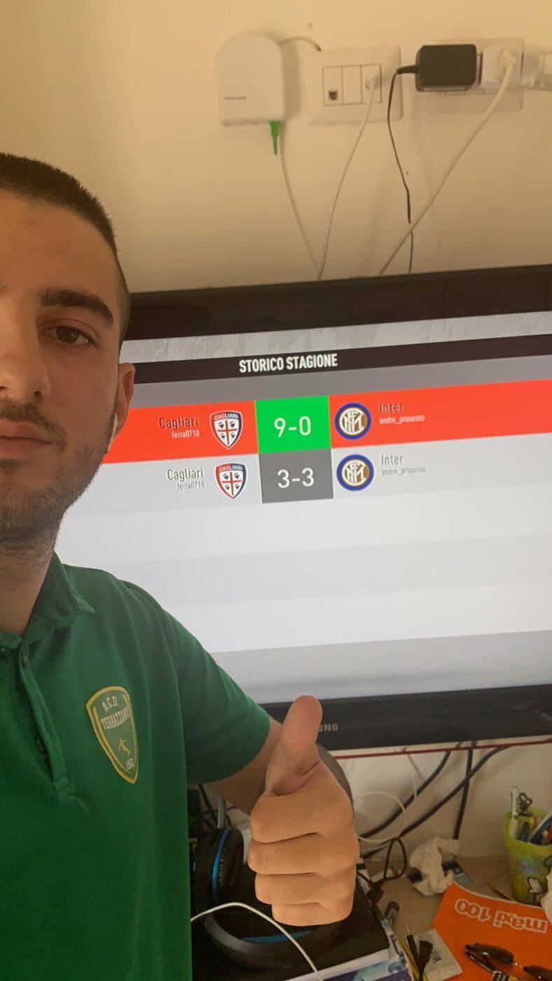 Daniele Ferrari immortala la vittoria del suo cagliari sull'Inter di Andrea Cioffi